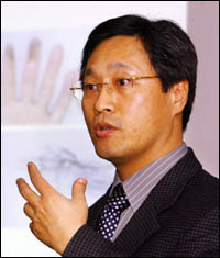 Tập tin:Prof. Kang.jpg