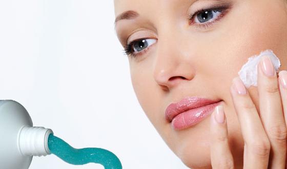 Trị mụn bằng kem đánh răng – VLOS