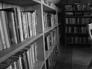 Tập tin:Bookshelves.jpg