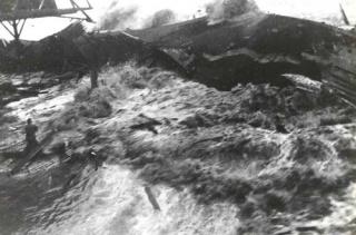 Tập tin:Tsunami 1946.jpg