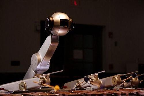 Robot-cam-thu-va-soan-nhac-nhu-con-nguoi.jpg
