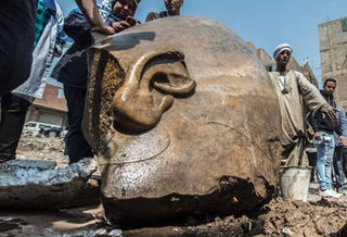 Tập tin:Phat-hien-2-tuong-pharaoh-nien-dai-hon-3.000-nam-tai-cairo.jpg