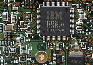 Tập tin:Ibm-cong-bo-the-he-chip-quang-hoc-moi.jpg