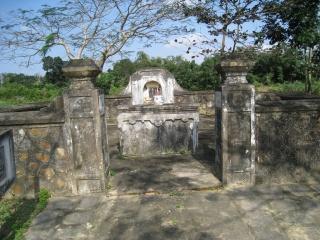 Tập tin:HoangKeViem tomb.jpg