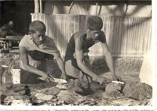 Tập tin:Preparando o tabaco em Balibó.jpg